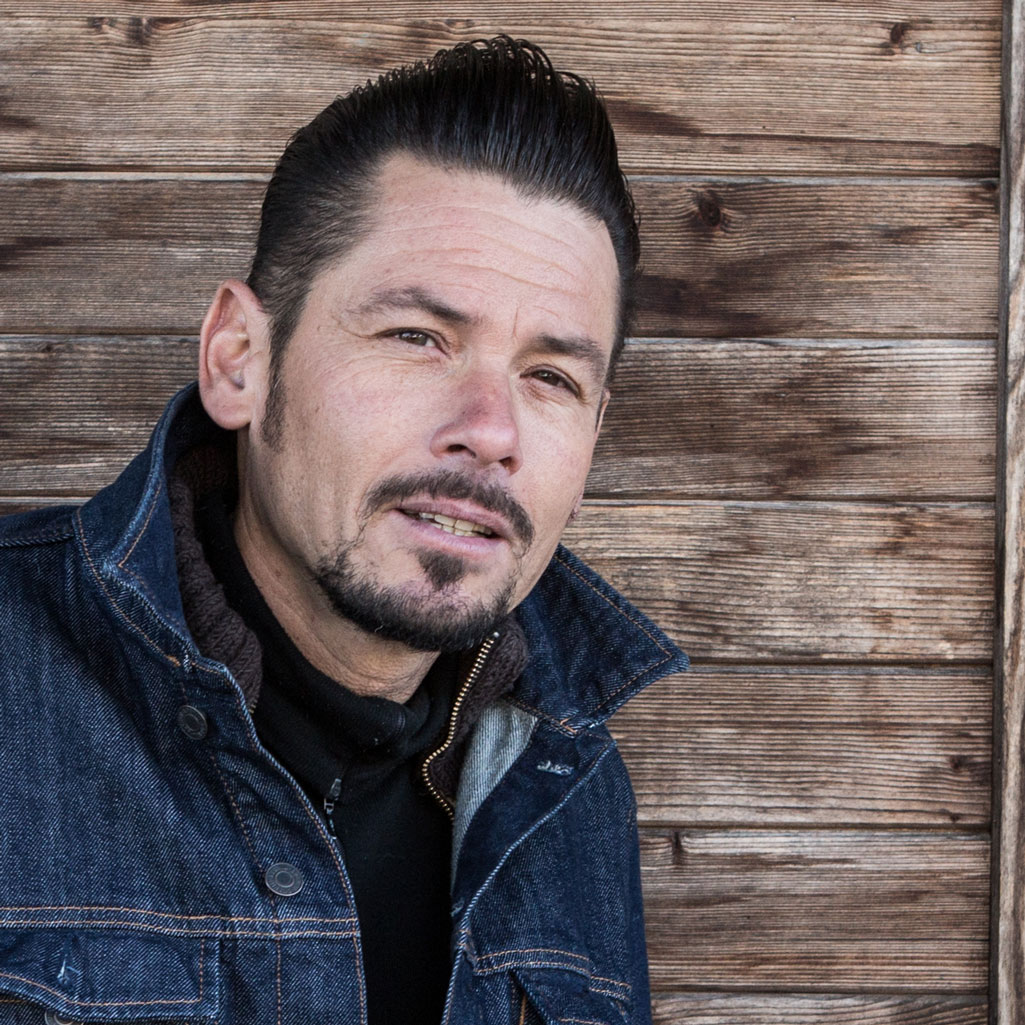 Juan Peduto – Leadvocal and Guitars